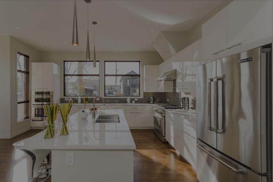Un beau coup d'une cuisine de maison moderne